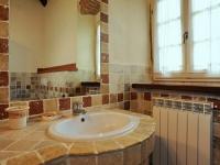 Un bagno tipico di una casa vacanze