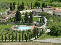 Vista di Erboli Residence dalla strada Chiantigiana